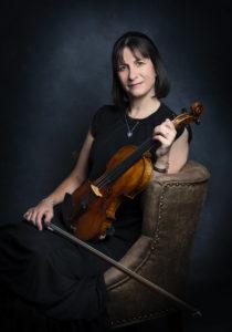 Fara Elizalde, Violin